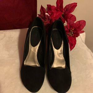 attention black women shoes